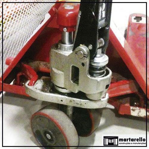 Manutenção de carrinho hidráulico